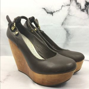 Matiko Brown leather and wood wedges size 7.5